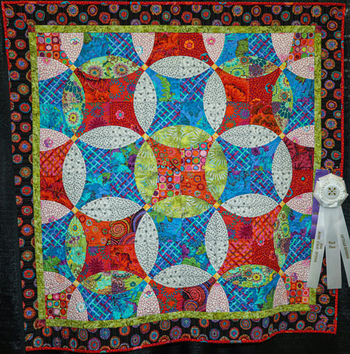 flying snowballs by jane chance, artisan division wall quilt, dallas quilt show 2020