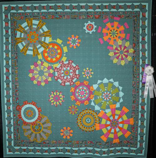 cog wheels by lynette koelzer, master division large applique, dallas quilt show 2020